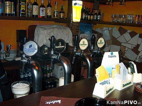 Angel's Pub, pult